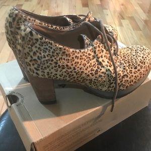Danielle Dr. Martens mini leopard print US:11 UK:9